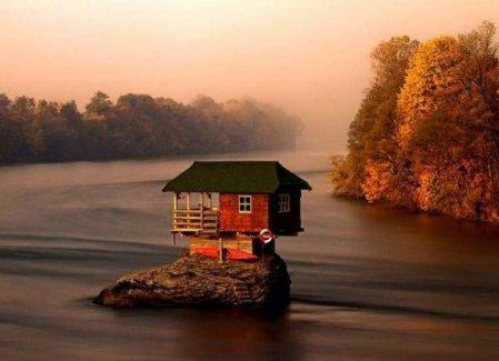 Sur la rivière Drina en Serbie