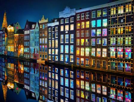Amsterdam is beautiful at night