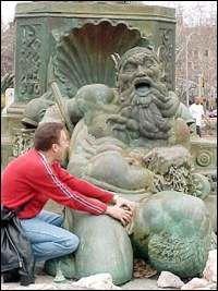Statue 050