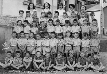 03-09-1954-daniel-dernier-rang-a-la-colo-de-montirin-dans-le-cantal
