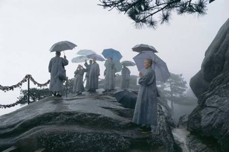 buddhist-nuns-on-top-of-mont-jiuhua-anhui-province-china-2002-by-roland-sabrina-michaud